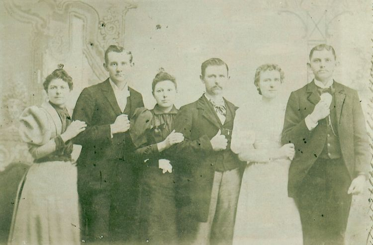 Picture of the Gunn Family made prior to 1885